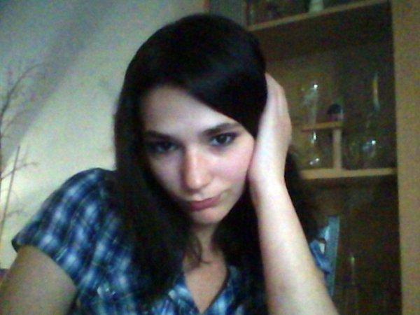 moi :) avec cheveux noir :) mes chvx mtn ^^