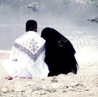 Deux mariés : se sont deux inconnus avec dess entiments communs !!
