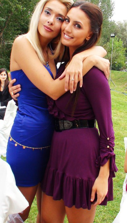 Erleta Hoti & Genta Ismajli - Ne dasmen e Bleros & Teuta Krasniqit - 12.09.10 :)