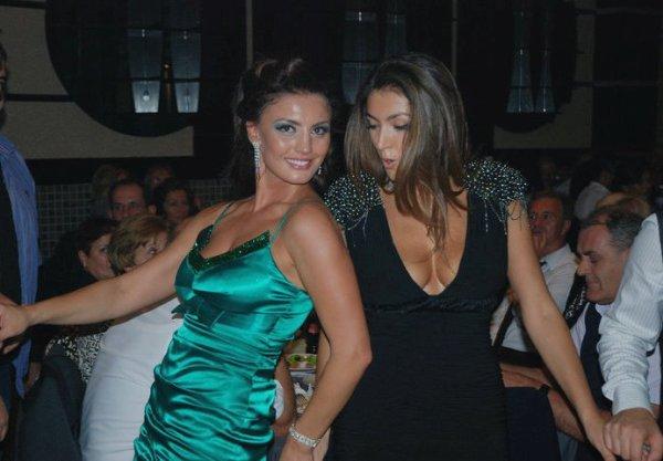 Genta Ismajli & Nora Istrefi vallezojne sebashku ne nje dasem :)