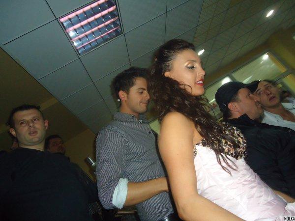 Genta Ismajli - Feston vitin e ri 2011 bask me fansat ne Kercove!