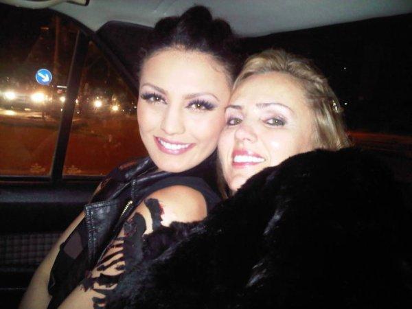 Genta Ismajli & Mami i saj, Shpresa per Pavaresine e Kosoves - 17.02.11