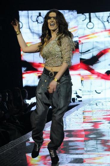Genta Ismajli - Pini sonte ne Kosova Fashion Week 2011