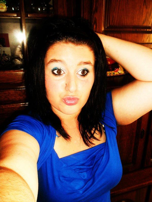 Tu pourra pas changer le faite que je suis une fille bien & que même si ont me critique je garde la tète haute :)