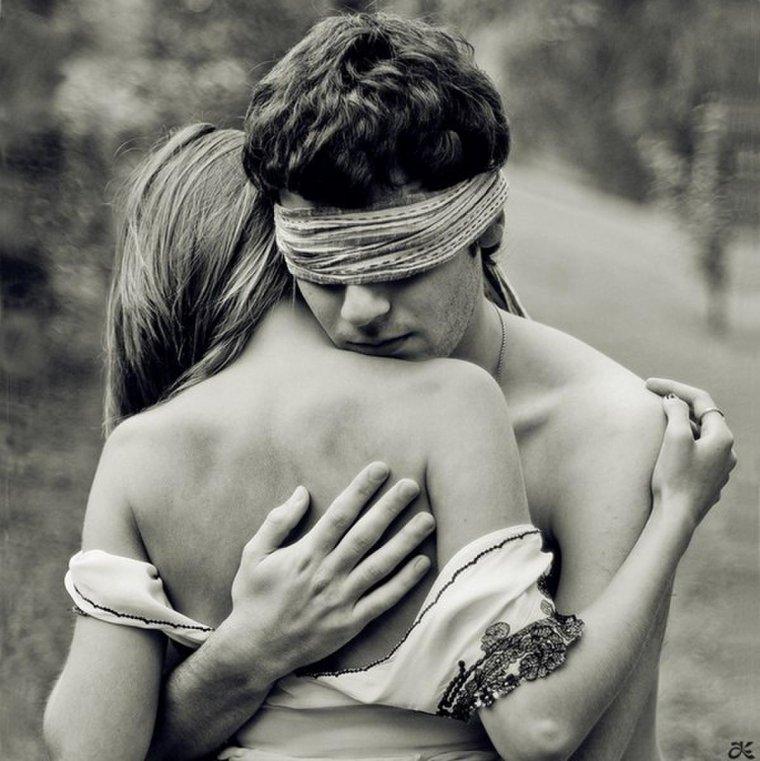 """"""" L'amour ne voit pas avec les yeux, mais avec l'âme."""""""