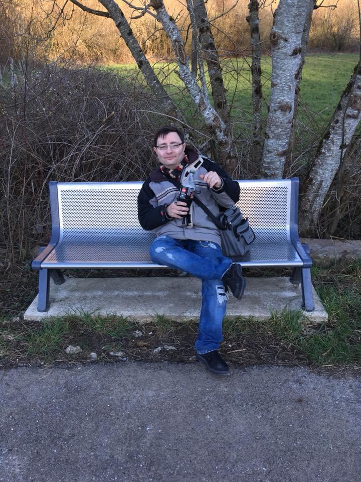 moi sur un banc en avril