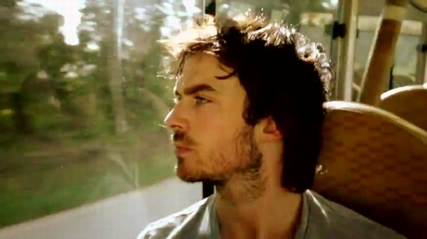 "Vidéo : Ian Somerhalder super sexy pour le documentaire ""Blue August"" !"