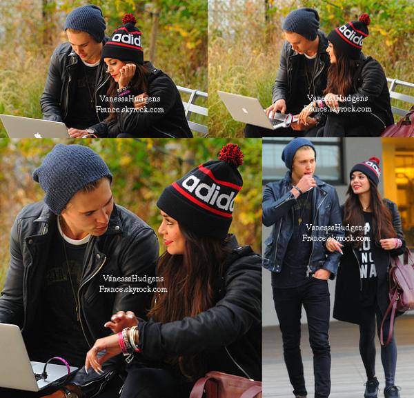 "04.11.13 » Vanessa et son boyfriend ""Austin Butler"" se promenant à New-York."