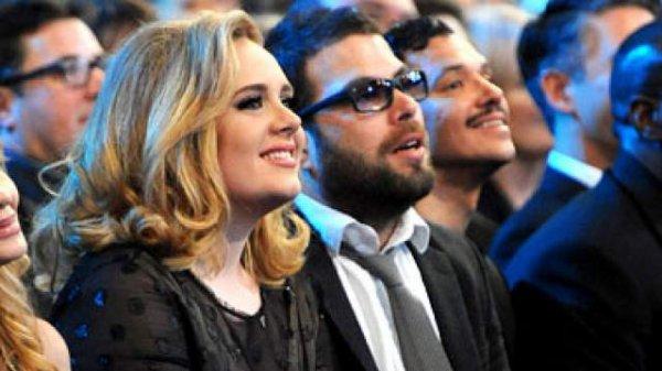 → Adele enceinte !