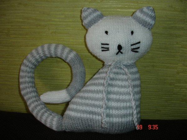 chat-chat gris et blanc.