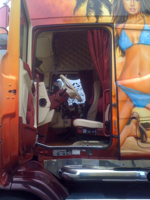 Scania torpedo transport beau interieur camions decores for Camion americain interieur cabine