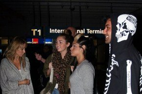 Miley arrive a l'aéroport de sydney