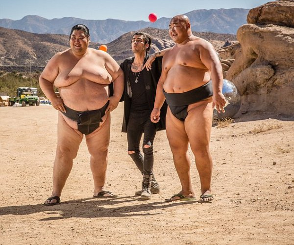 One direction, image d'eux pendant le tournage de Steal My Girl