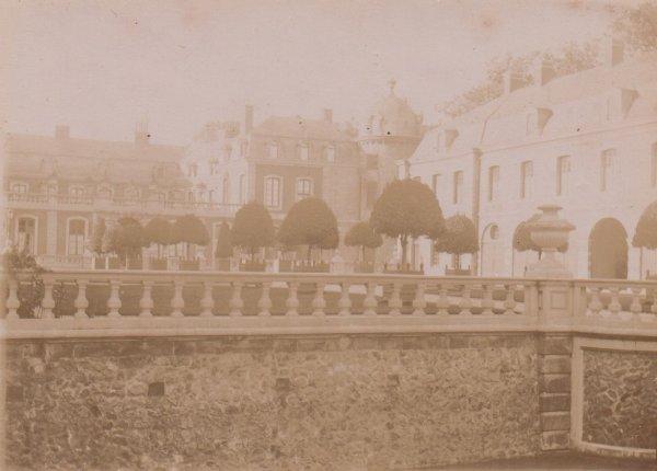 Château de BELOEIL en 1890