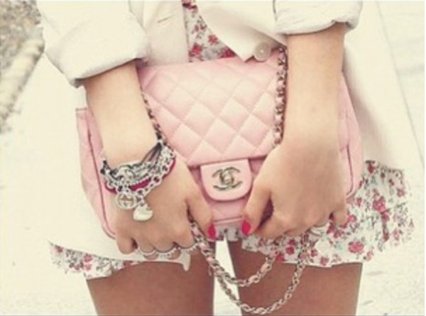 A girl should be two thing, classy and fabulous. - Coco Chanel -