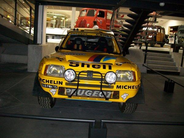 voici une voiture de rallye