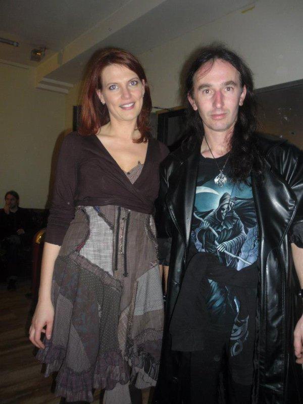 Moi avec la chanteuse du groupe Earthlight (Val Silmë)