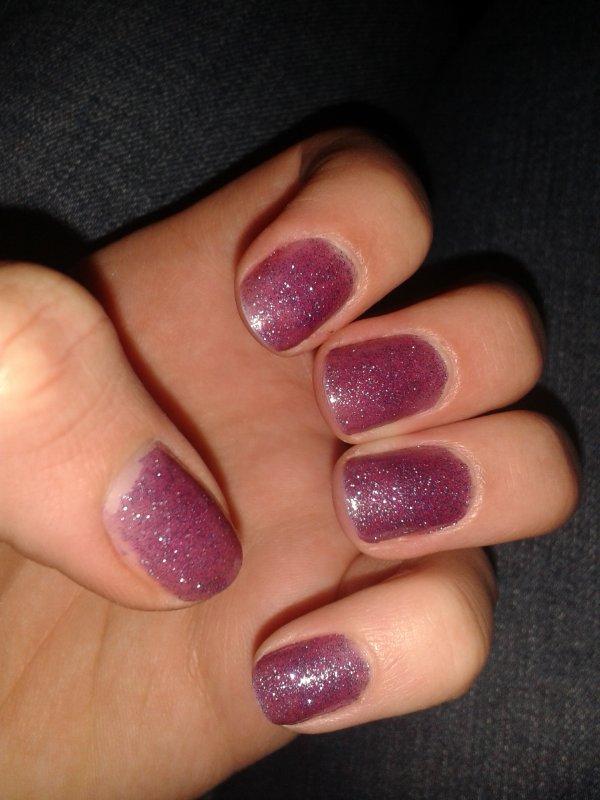 Nailt art 4 : Paillettes violettes