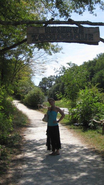 devant l'entrée de la réserve