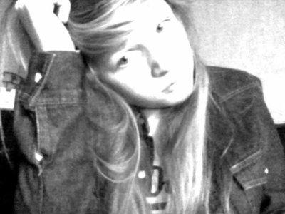 Je te hais,de me haïr mais je t'aime de me le dire,de me poussé si fort.