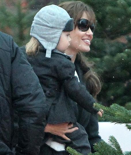 1er Decembre 2010 Angelina a emmené Knox à l'aquarium de Paris