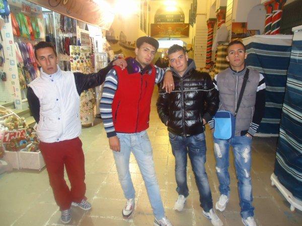 Moi Est Les Amis