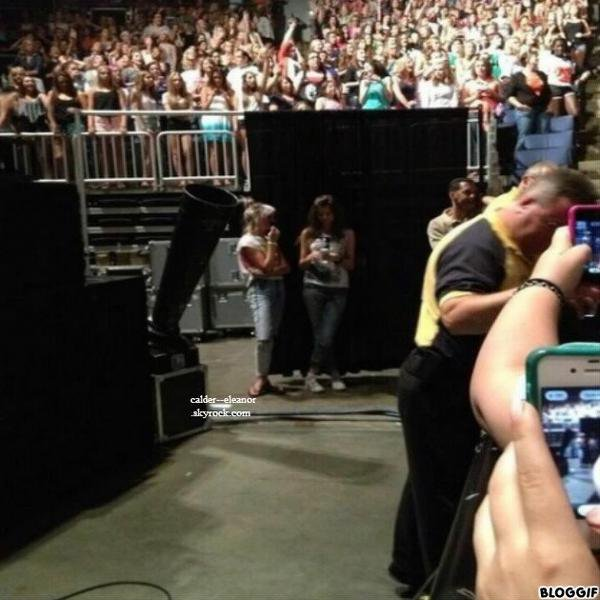 le 18 juin 2013 - eleanor au concert des one direction a l'ohio
