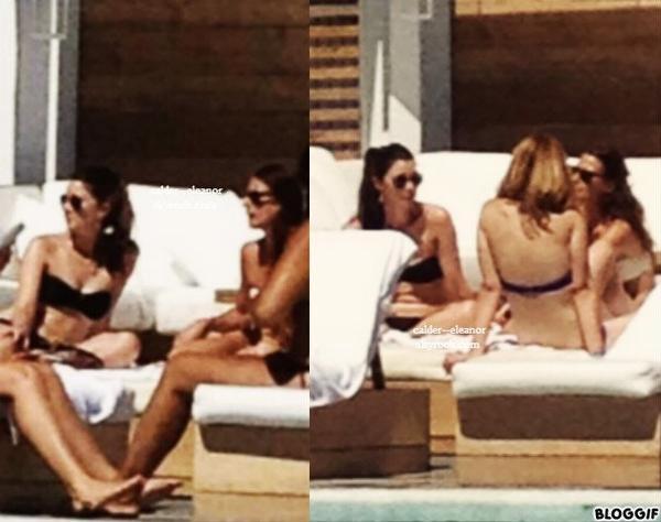 Eleanor et Danielle et leurs amies bronzant à la piscine