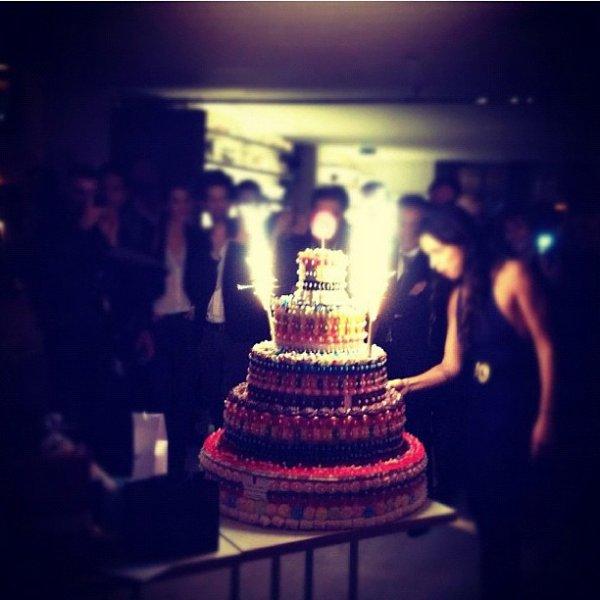 L'interprète de « On se fout de nous » fête aujourd'hui ses 27 ans, et hier soir ses proches lui ont réservé une surprise de taille !