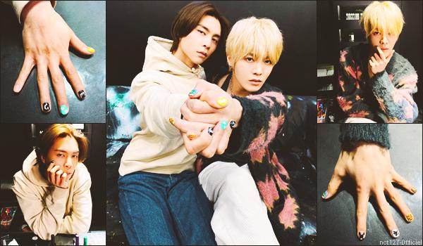 """.03/02/21. La chaîne YouTube """"NCT"""" a postée une nouvelle vidéo Johnny et Yuta ont peint leurs ongles, lors d'un nouvel épisode de Johnny's Communication Center"""