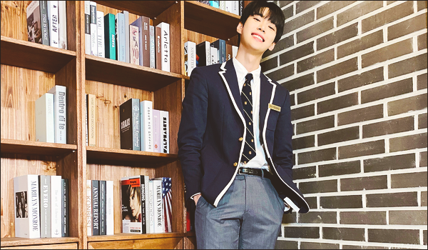 .01/02/21. Doyoung fête ses 25 ans (âge international) aujourd'hui ; pour l'occasion il a fait un live (ici)