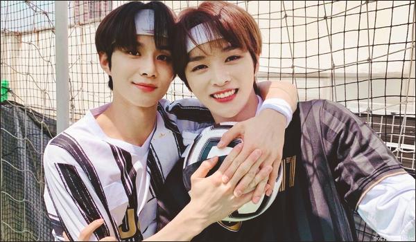""".15/05/21. La chaîne YouTube """"NCT"""" a postée une nouvelle vidéo Jungwoo a reçu un cours de football par Sungchan (nouveau membre de NCT)"""