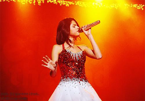 iiiiiiiiii 02 décembre 2011 ii____iLa magnifique Selly était au Jingle Ball où elle a interprété une chanson de Katy Perry _________________________et plusieurs chansons d'elle-même.