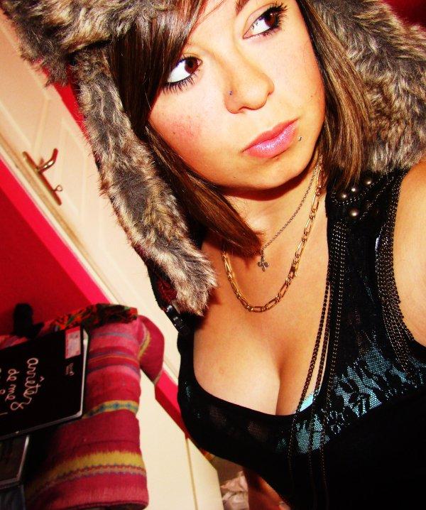 Embrasse moi !                      Prend mα mαin tu ferα mon bonheur, embrαsse moi tu ferα bαttre mon c½ur..♥ ·