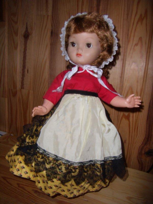 Bella Martine dans son costume provençal complet