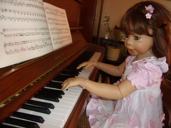 Bea au piano