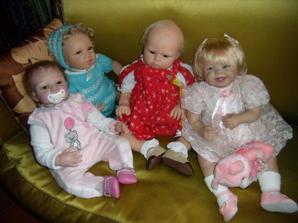 Maya avec ses frère et soeurs