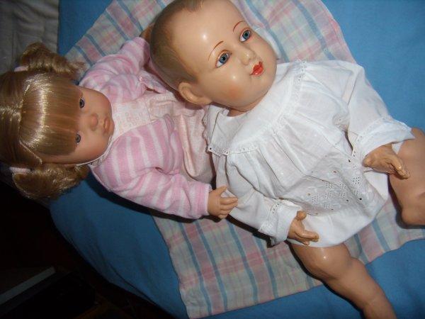 Bébé en celluloïd avec fillette Antonio Juan