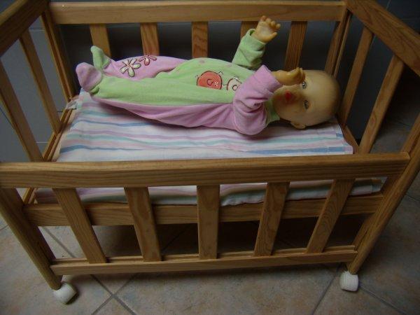 Un joli petit lit à barreaux