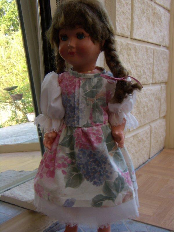 Poupée Capi Bella avec sa nouvelle robe