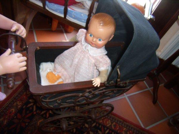 Non, Cerise ! C'est le landau de mon bébé !