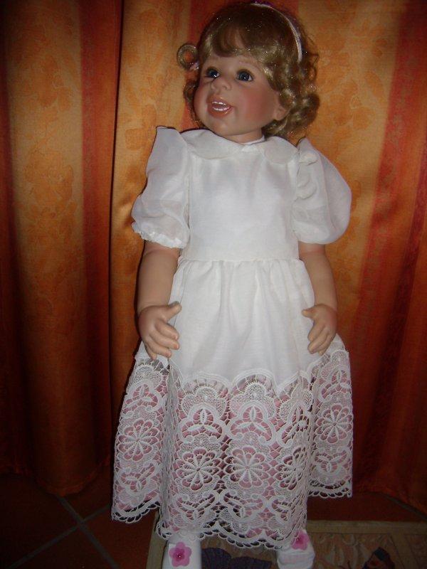 Robes à vendre pour grandes poupées