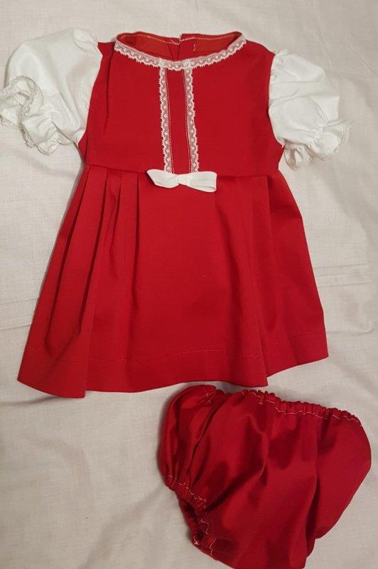 Maeva et Olivia se disputent la même robe pour faire le mannequin- Robe pour poupée 50 cm