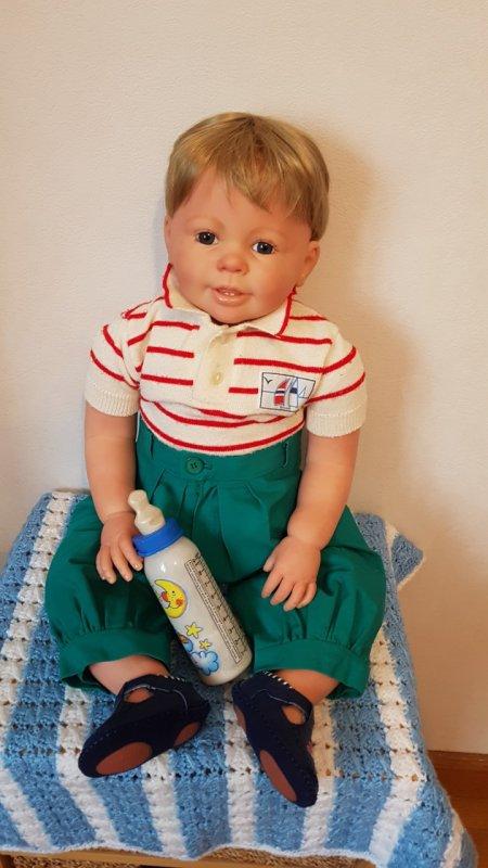 Peter porte des habits de mon fils quand il avait 2 ans; il en a 32 maintenant