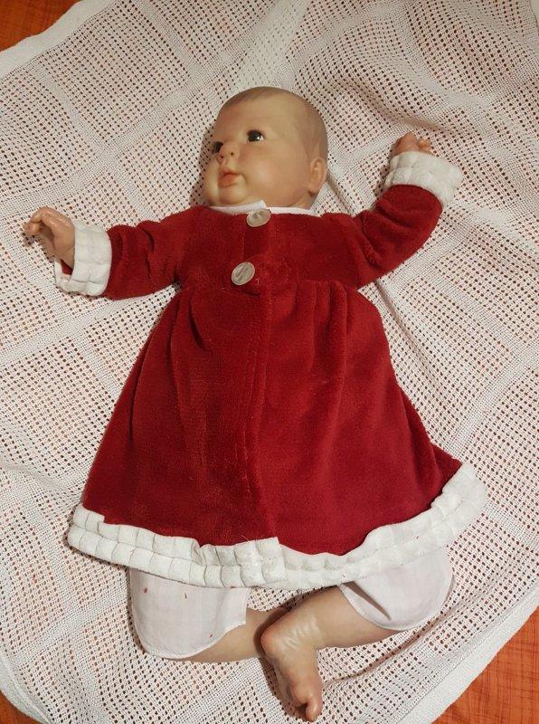 Lola-Rose dans 4 tenues de Noël