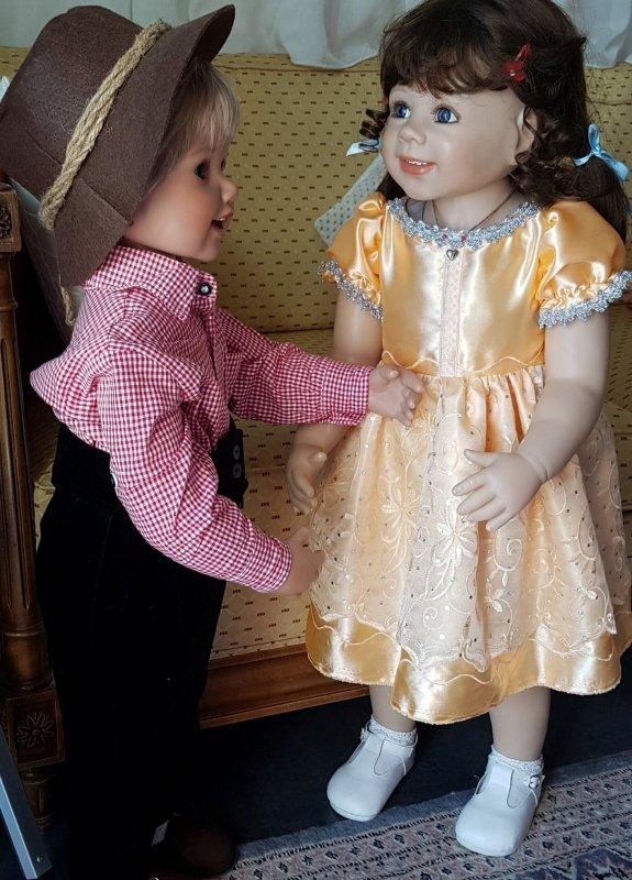 Verena dans sa nouvelle robe que je lui ai faite
