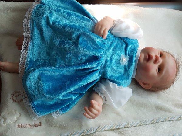 Julie essaie sa nouvelle robe