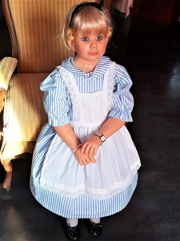 Robe commandée pour poupée de 115 cm