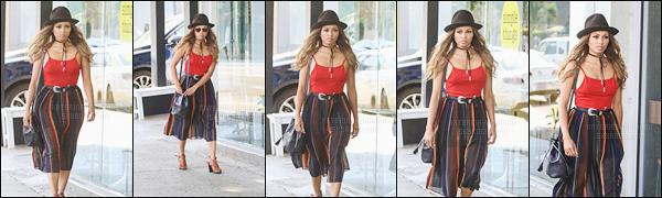 - 26/08/16-Miss Katerina a profité de son weekend de repos à Los Angeles, CA pour faire des achats ! Cette fois-ci l'actrice n'avait pas le sourire comme elle l'a d'habitude ! Son sac à main est de la collection de Nikki Reed avec Freedom of Animals. -