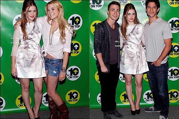 """. ..03.06.12.. Holland était présente à l'évènement  """"MTV Movies Awards"""" en compagnie de Crystal Reed."""